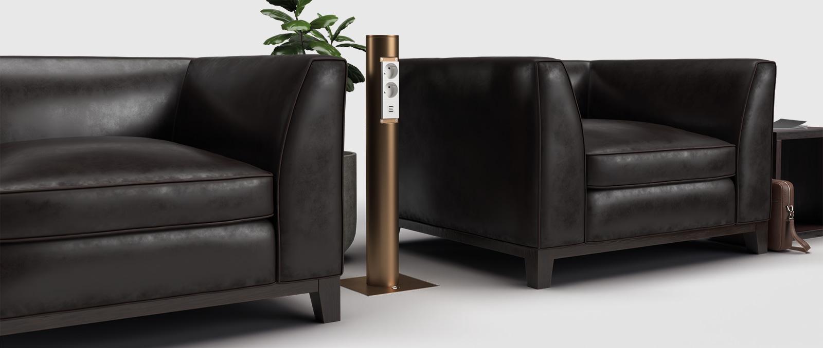 2003Q-mit-Anschlussäule-OT60A1-im-Loungebereich-Banner-1600×678
