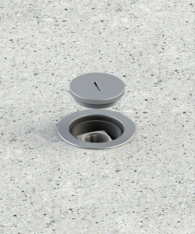 Runde Bodensteckdose 7501A für den Aussenbereich im Betonboden eingebaut Deckel angehoben