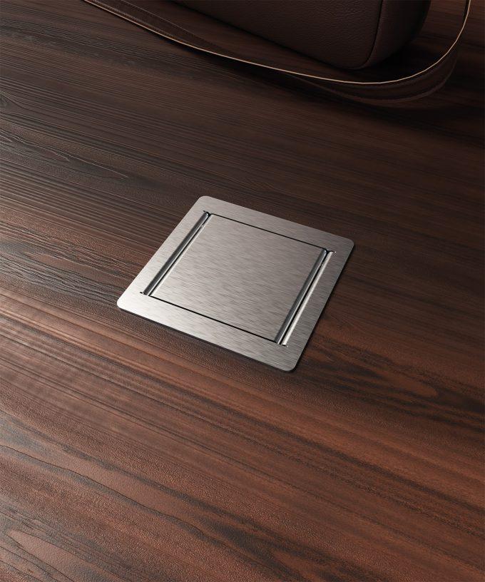 Bodensteckdose 3301E mit einer Schuko Deckel geschlossen im Holzboden eingebaut
