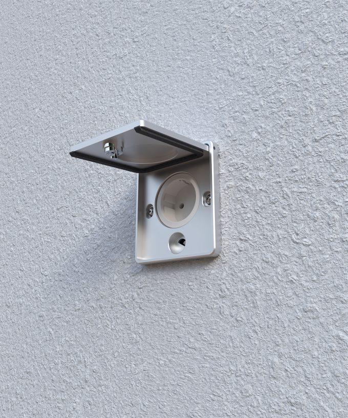 Wandsteckdose 5501A mit geöffnetem Deckel eingebaut in der Wand mit Schuk-Steckdose