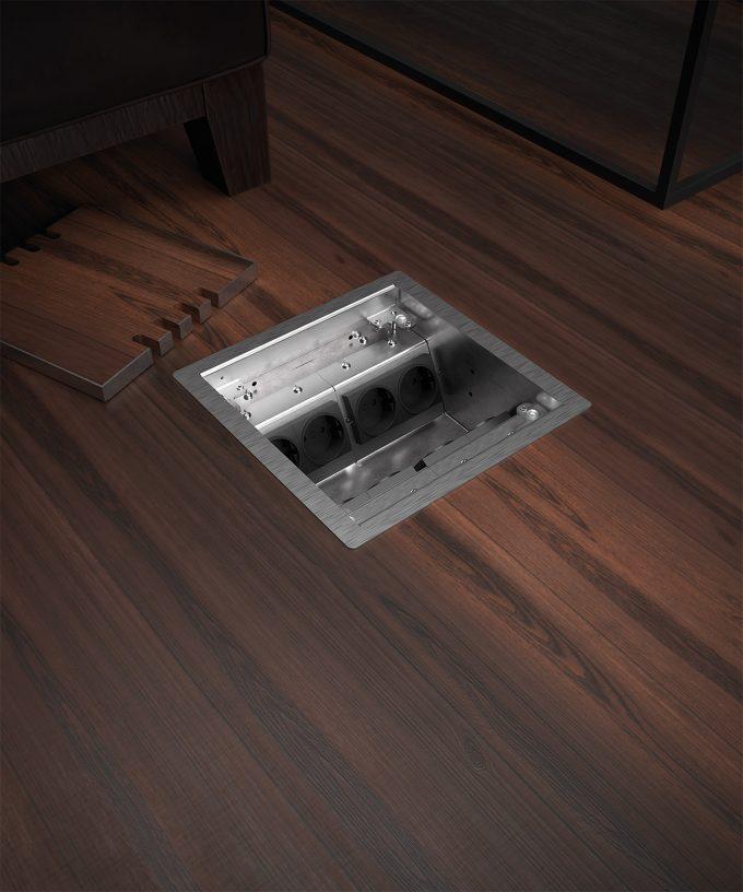 Hohlbodentank 8508B im Holzboden eingebaut Deckel offen mit Bodenbelag