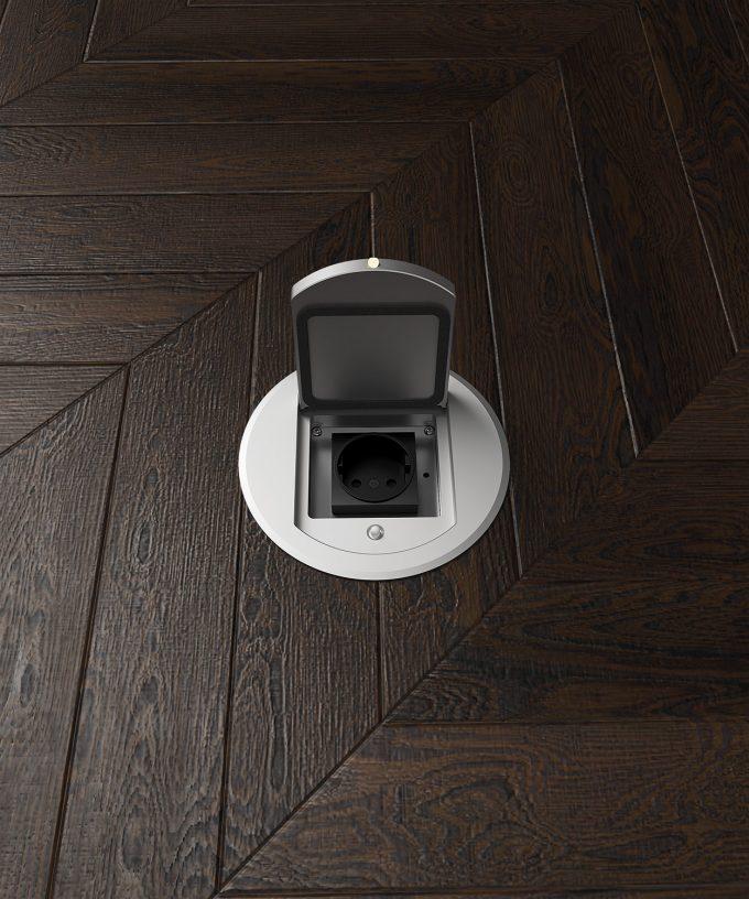 runde Bodensteckdose 8601A im Parkettboden eingebaut Deckel aufgeklappt