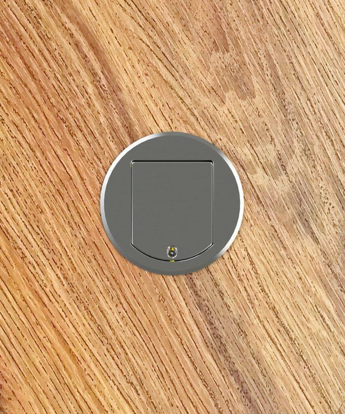 Bodensteckdose 8601A rund Schutzart IP65 im Holzboden eingebaut Deckel offen Ansicht von oben