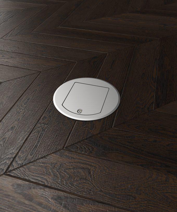 runde Bodensteckdose 8601A im Parkettboden eingebaut Deckel geschlossen