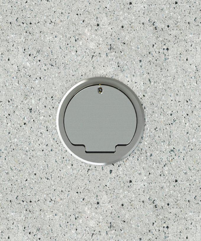 Bodensteckdose 8602A rund Schutzart IP65 im Betonboden eingebaut mit Schuko bestückt Deckel geschlossen Ansicht von oben